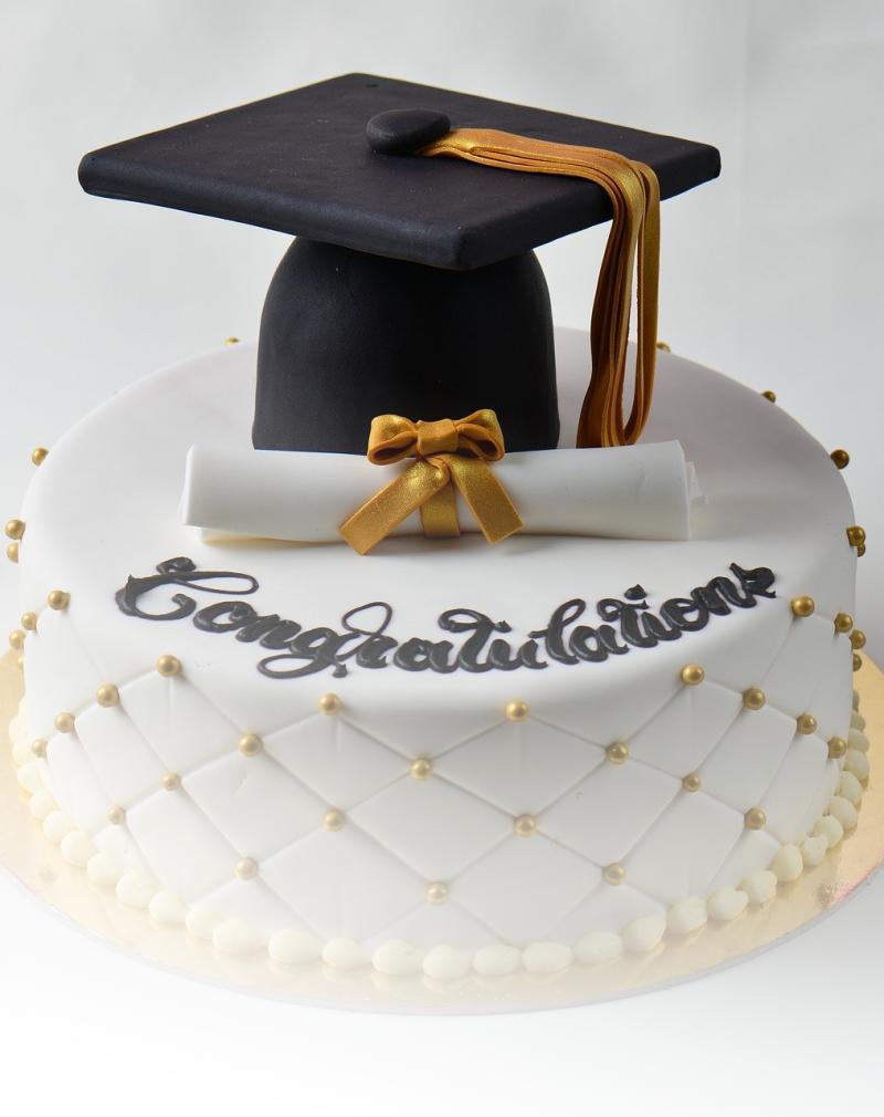 graduation-cake-3960020_1920white
